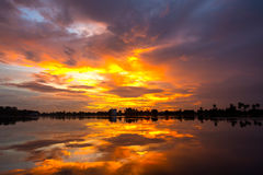 Puesta del sol y cielo de la nube Foto de archivo