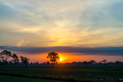 Puesta del sol y cielo de la nube Fotografía de archivo