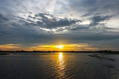 Puesta del sol y cielo de la nube Imagenes de archivo