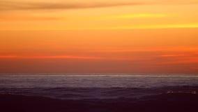 Puesta del sol y cielo del océano metrajes