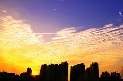 Puesta del sol y cielo hermoso Imagen de archivo libre de regalías