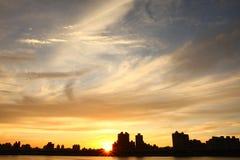 Puesta del sol y cloudscape Imagenes de archivo