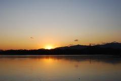 Puesta del sol y colina Fotografía de archivo libre de regalías