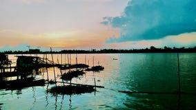 Puesta del sol y el río Fotos de archivo libres de regalías