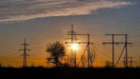 Puesta del sol y líneas eléctricas metrajes