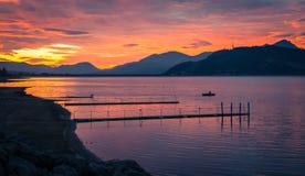 Puesta del sol y lago Foto de archivo