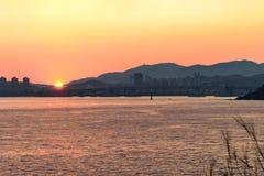 Puesta del sol y las colinas Foto de archivo libre de regalías