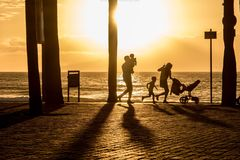 Puesta del sol y lluvia Fotos de archivo libres de regalías