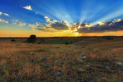 Puesta del sol y luz del rayo Fotografía de archivo