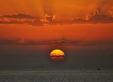 Puesta del sol y mar fotos de archivo libres de regalías