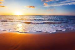 Puesta del sol y mar foto de archivo