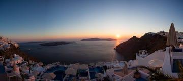 Puesta del sol y mar Mediterráneo hermoso en Santorini Fotos de archivo libres de regalías