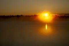 Puesta del sol y niebla Imagen de archivo