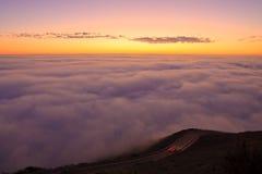 Puesta del sol y niebla Foto de archivo