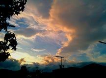 Puesta del sol y nube Imágenes de archivo libres de regalías