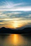 Puesta del sol y nubes foto de archivo