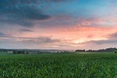 Puesta del sol y nubes Fotos de archivo libres de regalías