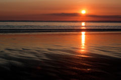 Puesta del sol y ondulaciones Foto de archivo libre de regalías