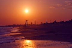 Puesta del sol y playa Imagenes de archivo