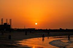Puesta del sol y playa fotos de archivo