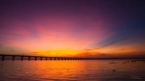 Puesta del sol y puente Fotos de archivo libres de regalías