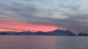 Puesta del sol y salida del sol en la Antártida - península antártica - Palmer Archipelago almacen de video