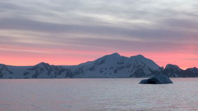 Puesta del sol y salida del sol en la Antártida - península antártica - Palmer Archipelago almacen de metraje de vídeo