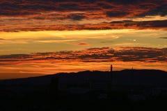 Puesta del sol y silueta Imagenes de archivo