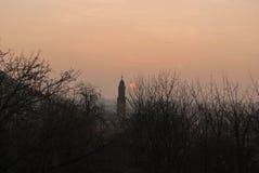 Puesta del sol y silueta de la torre Imágenes de archivo libres de regalías
