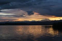 Puesta del sol y soporte Rosa del lago varese Imágenes de archivo libres de regalías
