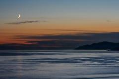 Puesta del sol y tarde de la ciudad hermosa en el Océano Pacífico en Vancouver, Canadá Foto de archivo libre de regalías