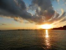 Puestas del sol asombrosas del mediterráneo Foto de archivo libre de regalías