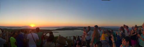 puestas del sol espectaculares y turistas de observación imagen de archivo