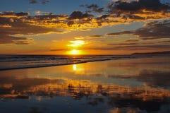 Puestas del sol hermosas del EL Cuco, El Salvador de Playa Fotos de archivo