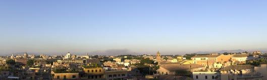 Puestas del sol sobre el tejado por la tarde, Roma, Italia Fotografía de archivo libre de regalías