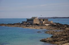 Puesto avanzado cerca del mar Fotos de archivo