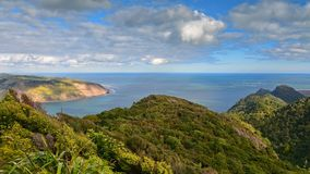 Puesto de observación del punto de Huia, pasando por alto la bahía en Auckland del oeste Fotos de archivo libres de regalías