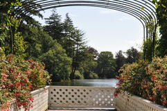 Puesto de observación holandés del jardín del palacio en el lago Fotografía de archivo libre de regalías