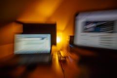 Puesto de trabajo borroso abstracto del ordenador Foto de archivo libre de regalías