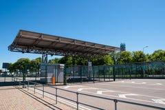 Puesto fronterizo en la entrada de la terminal de transbordadores fotografía de archivo