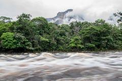Puesto que el río es el Salto imagen de archivo