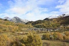 Pueyo de Jaca, berg i den Tena dalen, Pyrenees Arkivfoto