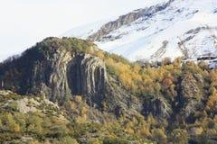 Pueyo de Jaca, berg i den Tena dalen, Pyrenees Royaltyfria Bilder