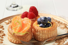 Puff pastries with custard and fruit Royalty Free Stock Photos