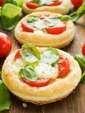 Puff-pizza fotografering för bildbyråer
