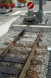 Pufferhalt am Ende von Eisenbahnlinien Stockbild