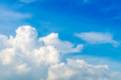 Puffy clouds and blue sky Royalty Free Stock Photos