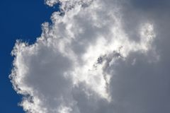 PUFFY WHITE CLOUD AGAINST BLUE SKY Royalty Free Stock Photography