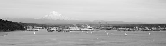 Puget Sound för fjärd för segelbåtregattaavslutning port Tacoma Arkivbilder