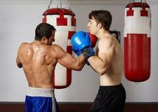 Pugilato d'allenamento di Kickbox Immagini Stock